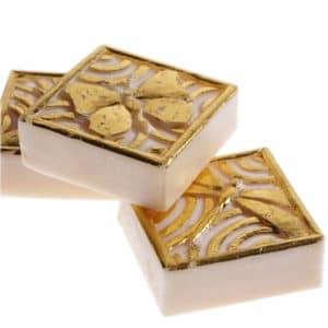 Savon motif floral ou insecte doré à la feuille d'or