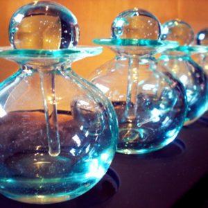 Lot de 3 Flacons en verre soufflé translucide «Made in Bali»