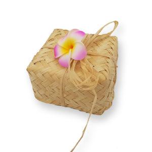 Panier cadeau bambou de tisanes artisanales indonésiennes 8 sachets variés de 3 grs